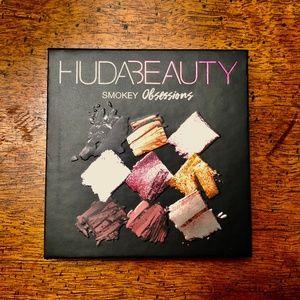 "HUDA BEAUTY ""Smokey Obsessions"" Eyeshadow Palette"